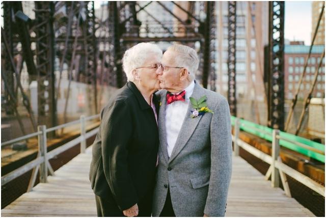 Anniversaire de mariage theme La Haut couple de petits vieux - Cambria Grace - LaFianceeduPanda.com_0013