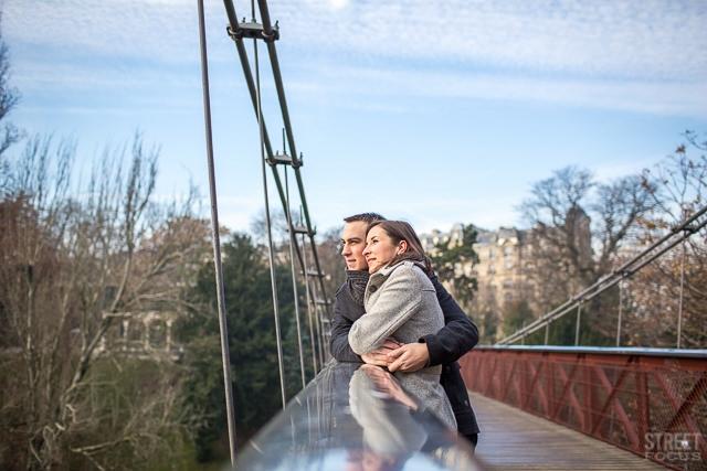 Seance couple Buttes Chaumont Paris - Photographe Streetfocus - La Fiancee du Panda Blog mariage 2