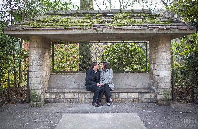 Seance couple Buttes Chaumont parc Paris - Photographe Streetfocus - La Fiancee du Panda Blog mariage
