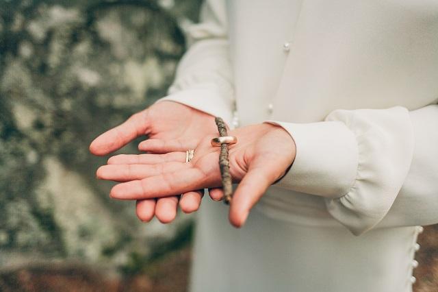 Mariage dans la foret shooting inspiration La Cerf des Confidences - photo Fabien les Bons Moments  - La Fiancee du Panda blog mariage-81