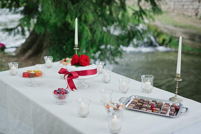 Shooting inspiration deco mariage rouge et blanc classique chic - Harmonia Events - Photo Maria Heinish photography -  - La Fiancee du Panda Blog mariage-35