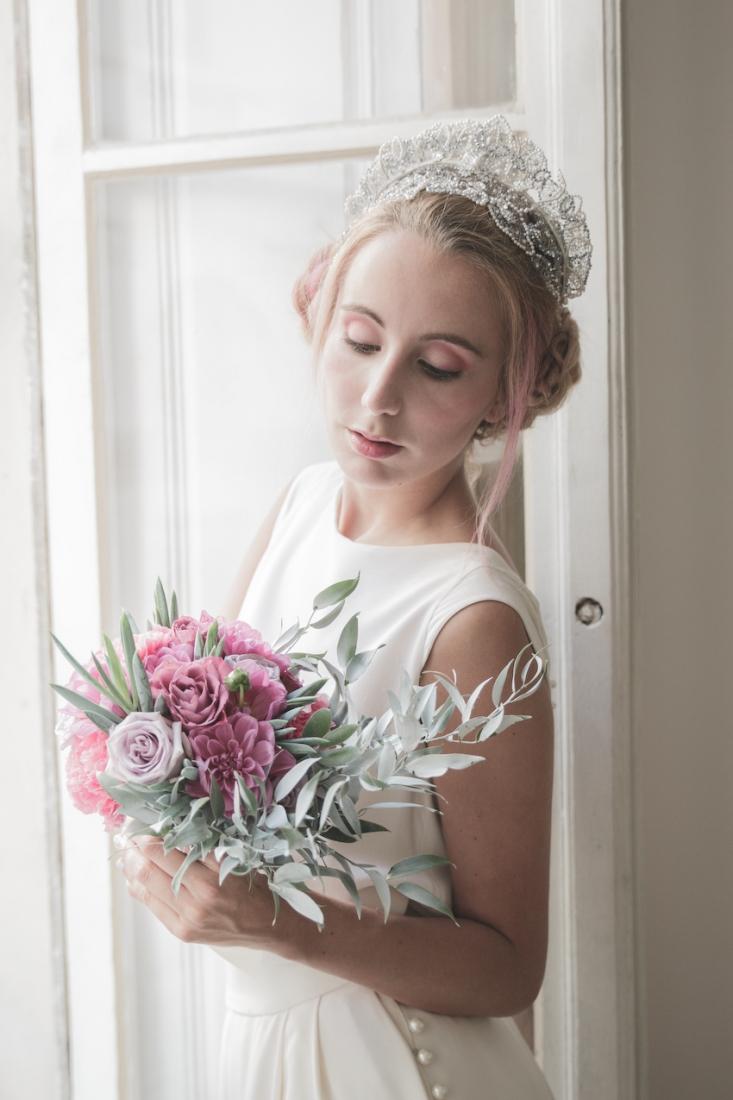 Inspiration deco mariage en blanc l Photos La Femme Gribouillage - fleurs Lily Paloma l La Fiancée du Panda blog mariage--20