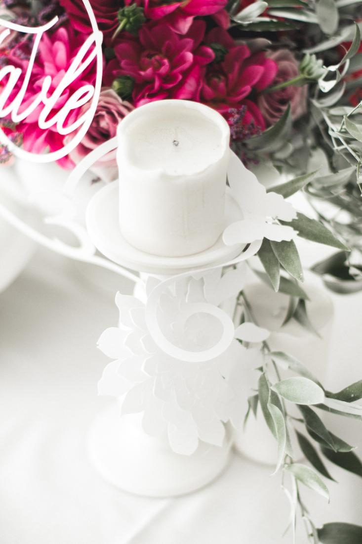 Inspiration deco mariage en blanc l Photos La Femme Gribouillage - fleurs Lily Paloma l La Fiancée du Panda blog mariage--39