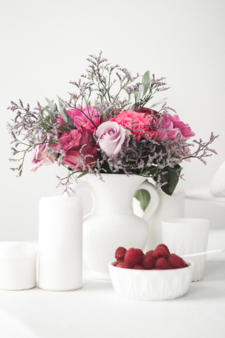Inspiration deco mariage en blanc l Photos La Femme Gribouillage - fleurs Lily Paloma l La Fiancée du Panda blog mariage--41