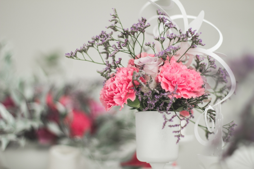 Inspiration deco mariage en blanc l Photos La Femme Gribouillage - fleurs Lily Paloma l La Fiancée du Panda blog mariage--47