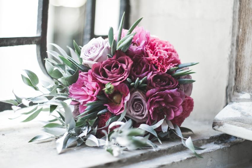 Inspiration deco mariage en blanc l Photos La Femme Gribouillage - fleurs Lily Paloma l La Fiancée du Panda blog mariage--48