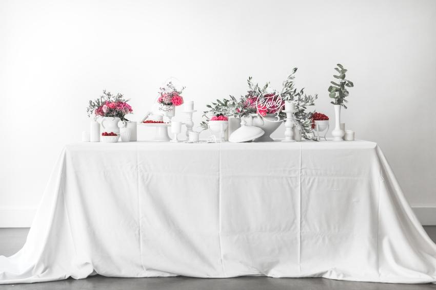 Inspiration deco mariage en blanc l Photos La Femme Gribouillage - fleurs Lily Paloma l La Fiancée du Panda blog mariage--51