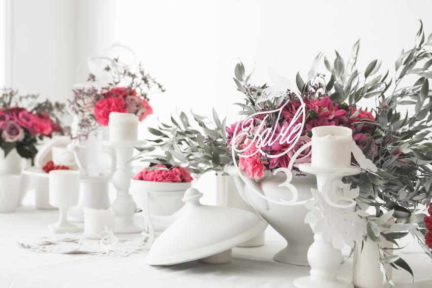 Inspiration deco mariage en blanc l Photos La Femme Gribouillage - fleurs Lily Paloma l La Fiancée du Panda blog mariage--59