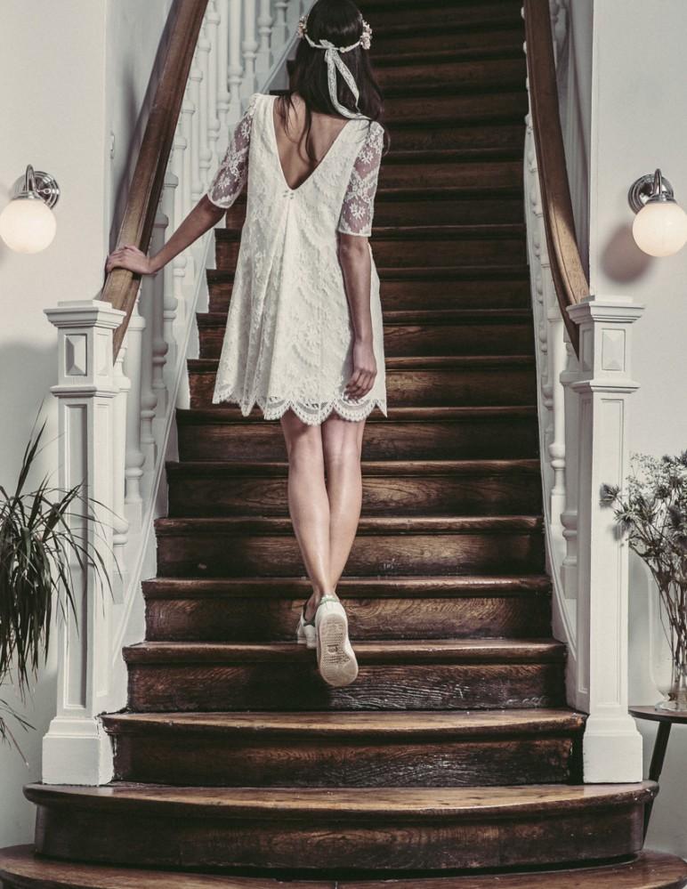 20 robes de mari e courtes de cr ateurs. Black Bedroom Furniture Sets. Home Design Ideas