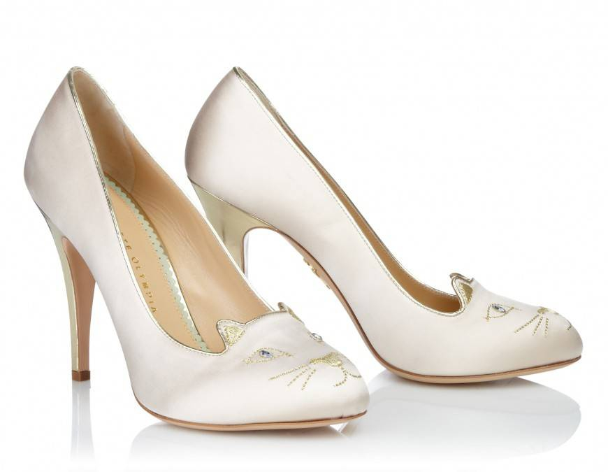 Chaussures mariee blanches l Charlotte Olympia Cat Face - kitty Velvet ivory Heels l La Fiancee du Panda blog mariage