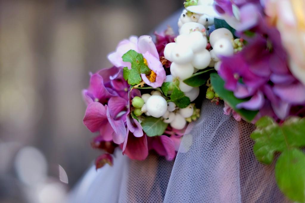 Couronne de fleur mariage robe de mariee femme ronde Paris l Photographe Julie Coustarot l DA et stylisme La Fiancee du Panda - blog mariage