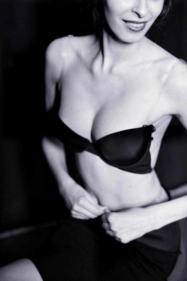 Permettre aux femmes de porter un soutien-gorge sous n'importe quelle tenue vestimentaire, telle est la mission du soutien-gorge dos nu! En effet, il est souvent disgracieux de voir dépasser sa lingerie lorsque l'on porte une robe avec un décolleté dans le dos, un bustier ou un top qui se noue simplement dans le liveblog.ga certaines femmes.