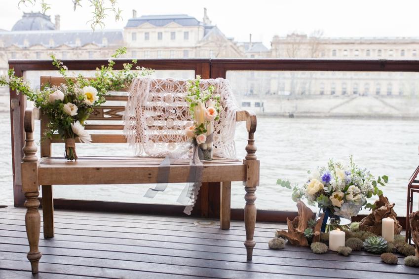 Mariage sur une peniche a Paris deco sur le theme du voyage l Photographe Marine Blanchard l La Fiancee du Panda blog mariage-30