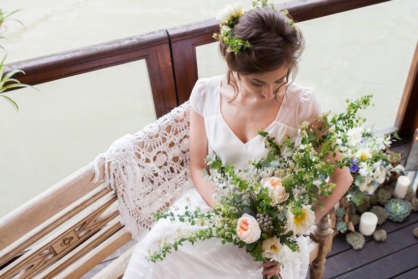 Mariage sur une peniche a Paris deco sur le theme du voyage l Photographe Marine Blanchard l La Fiancee du Panda blog mariage-64
