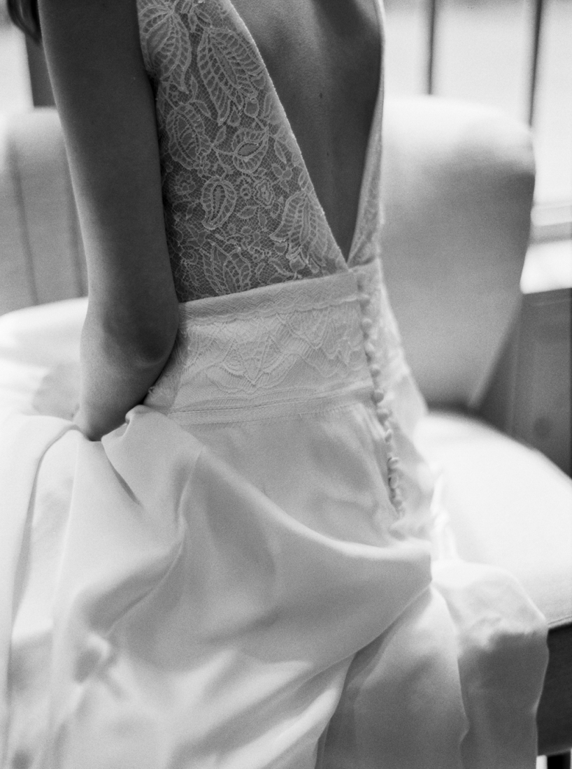 Robe de mariee sur mesure Paris Stephanie Wolff creatrice collection 2017 l Credit photo l'Artisan Photographe l La Fiancee du Panda blog mariage--4