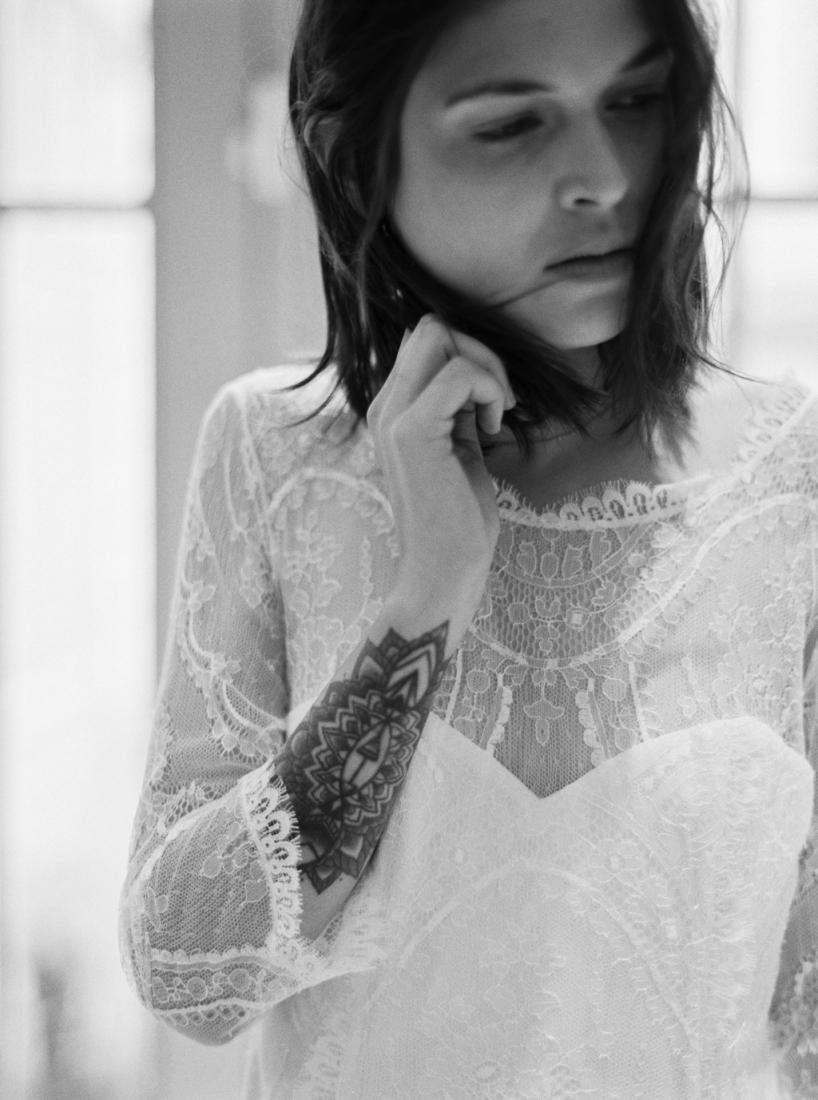Robe de mariee sur mesure Paris Stephanie Wolff creatrice collection 2017 l Credit photo l'Artisan Photographe l La Fiancee du Panda blog mariage--64