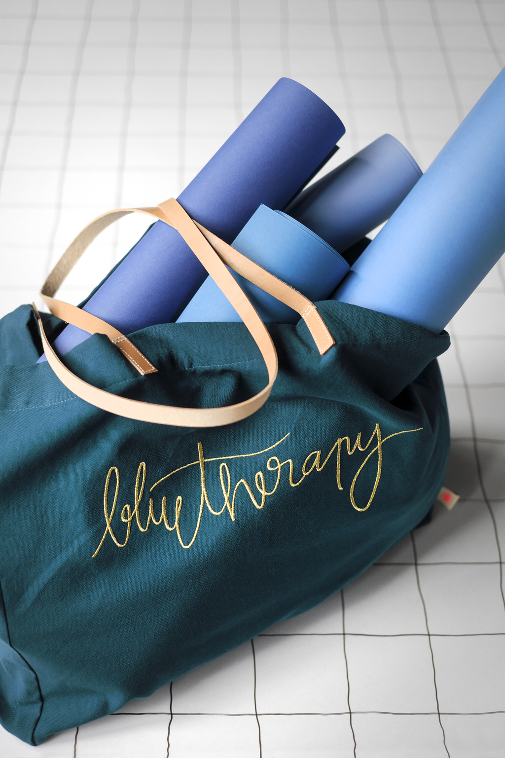 Cabas lin lave blue therapy broderie cuir La Cerise sur le Gateau x Mamie Boude collab l La Fiancee du Panda blog deco et lifestyle